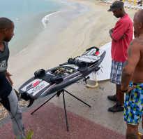 Доска на воде с мотором