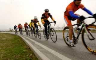 Как велосипедист должен двигаться по дороге