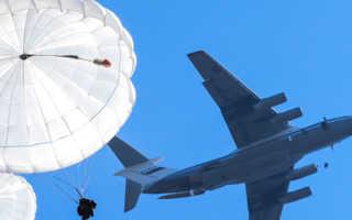 С какой высоты прыгают парашютисты